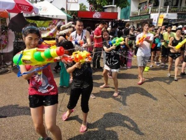 水かけ祭りエロ画像-61