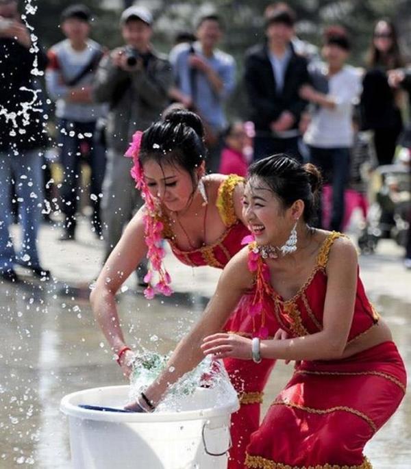 水かけ祭りエロ画像-63