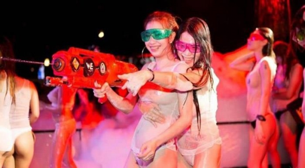 水かけ祭りエロ画像-64