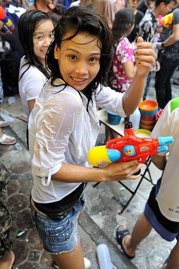 水かけ祭りエロ画像-65