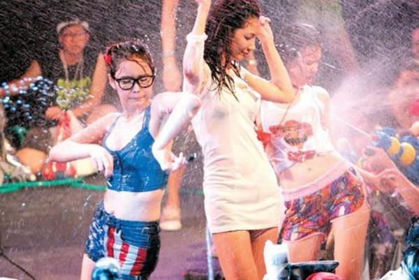 水かけ祭りエロ画像-74