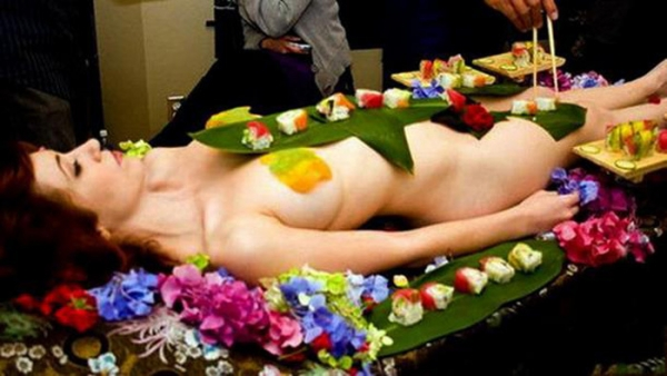 女体盛り画像-64
