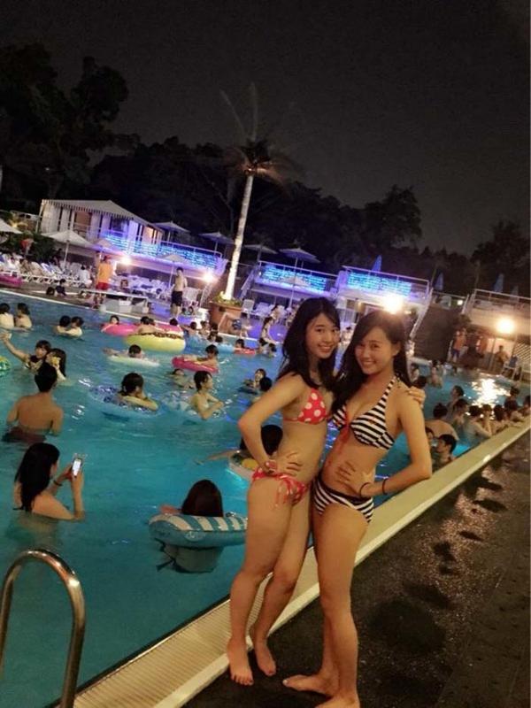 ナイトプールの水着ギャル画像-19
