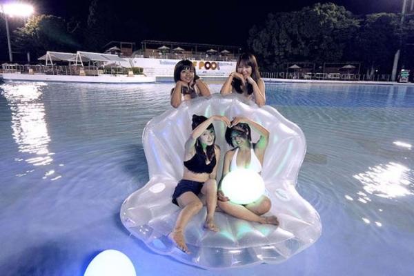 ナイトプールの水着ギャル画像-39
