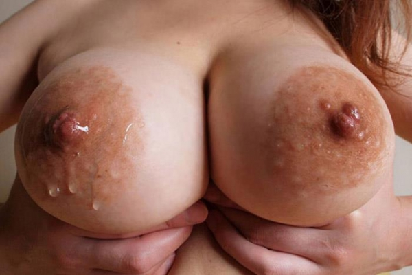乳首ビンビン人妻画像-14