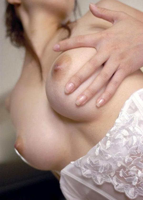 乳首ビンビン人妻画像-49
