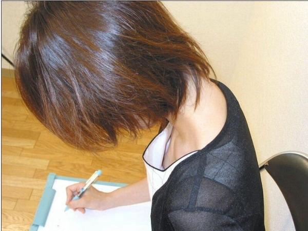 乳首チラ画像-51