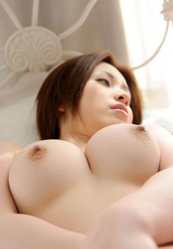 人妻乳首ビンビン画像-34
