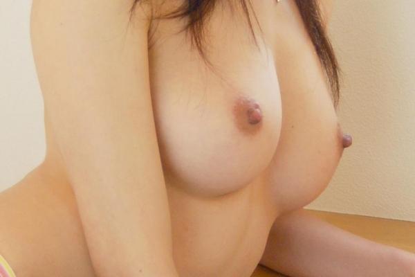 人妻乳首ビンビン画像-54