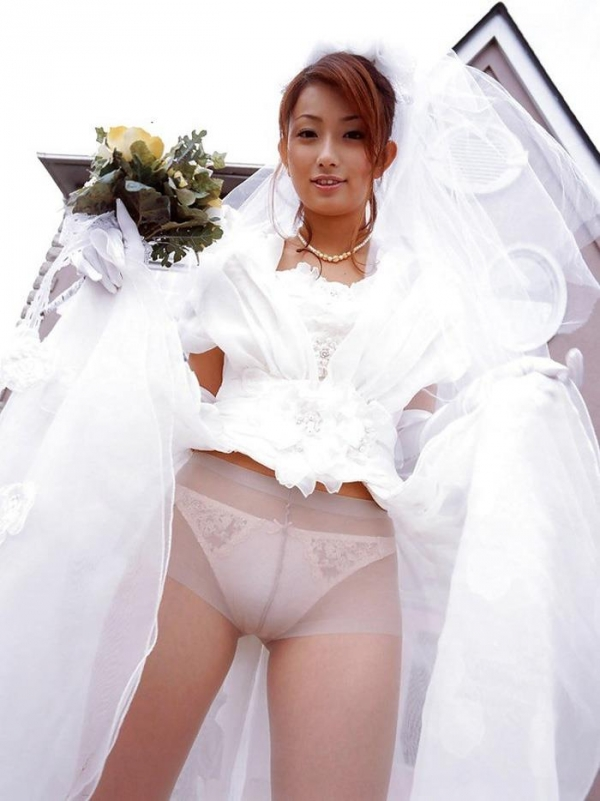 ウエディングドレスのパンチラ画像-5