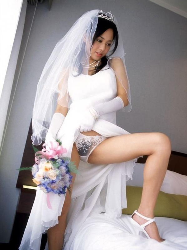 ウエディングドレスのパンチラ画像-10