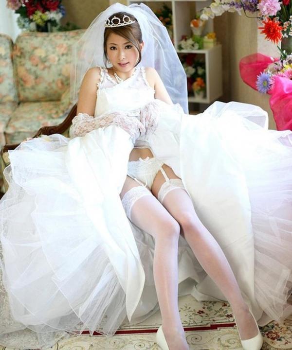 ウエディングドレスのパンチラ画像-18
