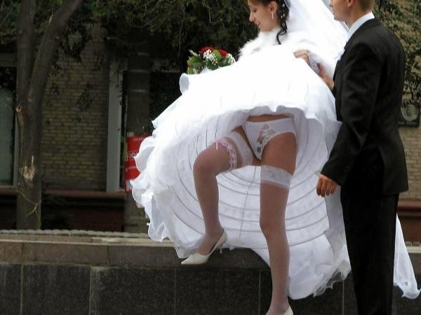 ウエディングドレスのパンチラ画像