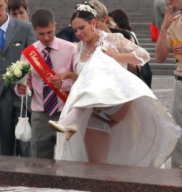 ウエディングドレスのパンチラ画像-35