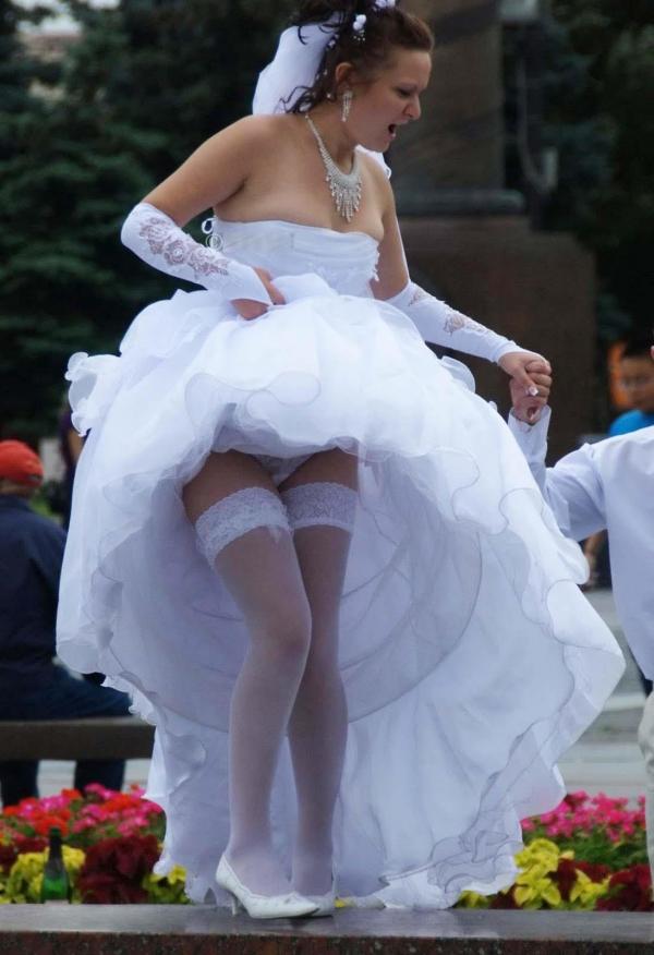 ウエディングドレスのパンチラ画像-37