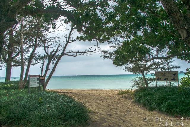 石垣島 オフシーズンの川平底地ビーチ曇り空の風景