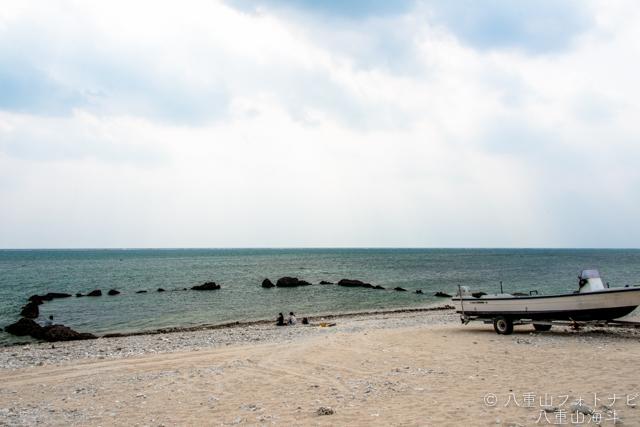 曇り空の白保海岸