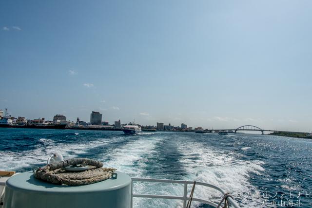 石垣港を出港〜