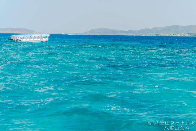 綺麗な海とグラスボート