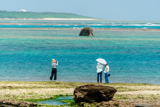 石垣島 大浜集落崎浜公園下の海岸と海の風景写真