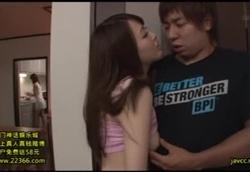 彼女のお姉さんが死角でこっそり誘惑フェラ!本田岬1