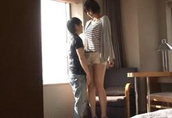 180cmを超えるスタイル抜群の女の子が小さな男に突かれる身長差SEXが妙にエロイ!1