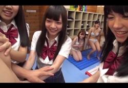 【JK】更衣室でハーレムトリプルフェラ!1