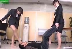 【M男】就活疲れの女子大生 ストレス発散蒸れ蒸れストッキング脚虐め!2