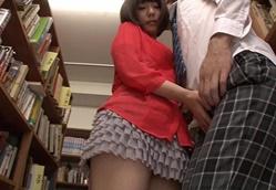パンチラ誘惑して見つめながら手コキする図書館に出没する痴女 2