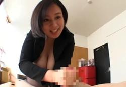 爆乳女上司はオッパイを押しつけ部下を誘惑する淫乱ドスケベ痴女!塚田詩織2