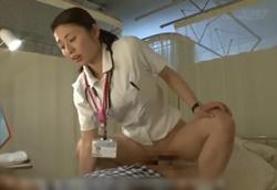 美熟女夜勤ナース 欲求不満チンポを母性看護で優しく抜いてくれる!1