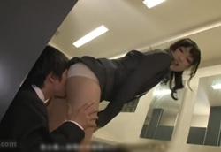 ムチムチ太もも丸見えの超ミニスカで挑発してくる新人女子社員!2