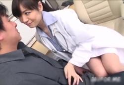 ミニスカ痴女医の密着挑発手コキ!水城奈緒1