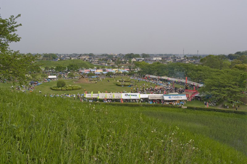 埼玉県行田市のさきたま火祭り会場さきたま古墳公園