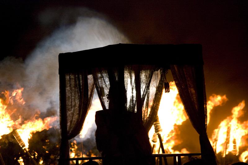 埼玉県行田市のさきたま火祭り風景