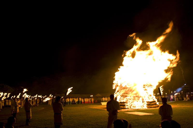 埼玉県行田市のさきたま火祭り産屋炎上