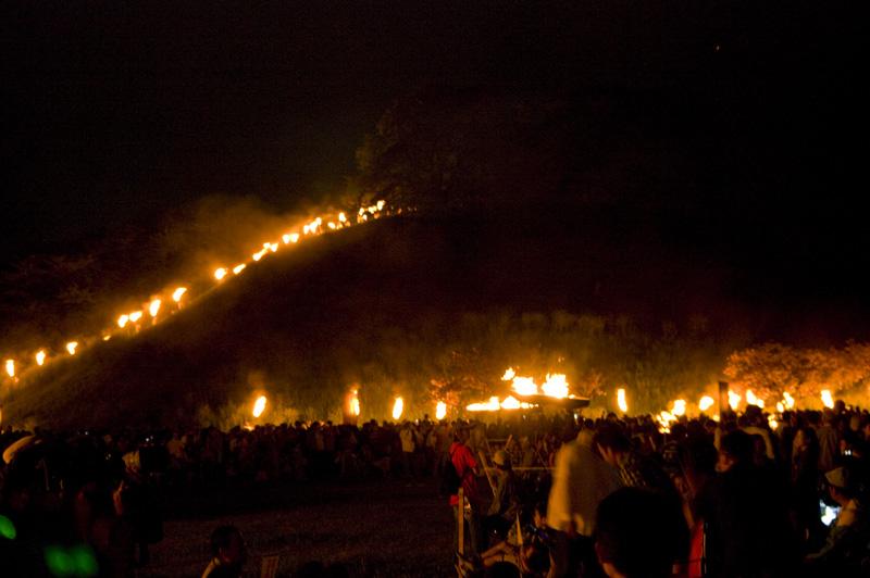 埼玉県行田市のさきたま火祭りたいまつ行列