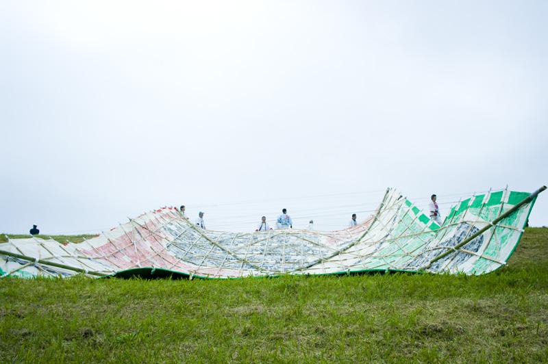 埼玉県春日部市江戸川河川敷の日本一大きな凧揚げ大会