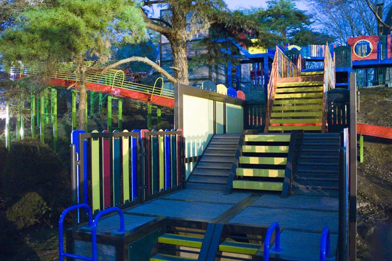 八幡山公園の夜の遊具