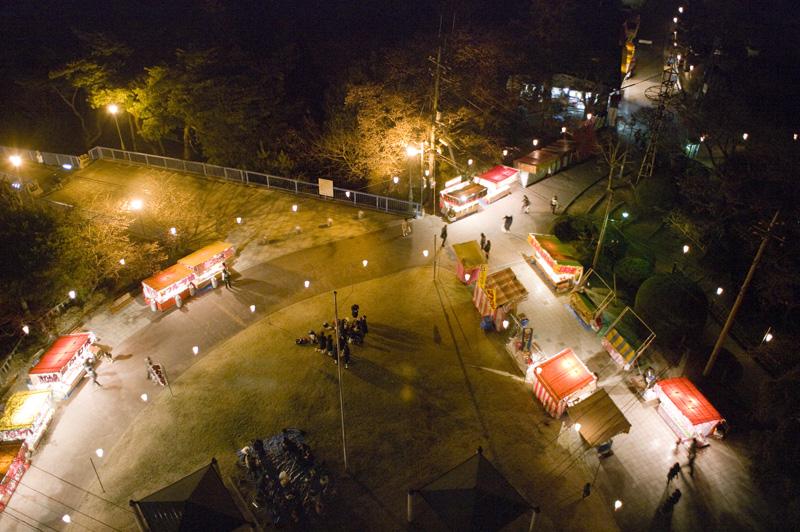 八幡山公園の夜のお花見会場