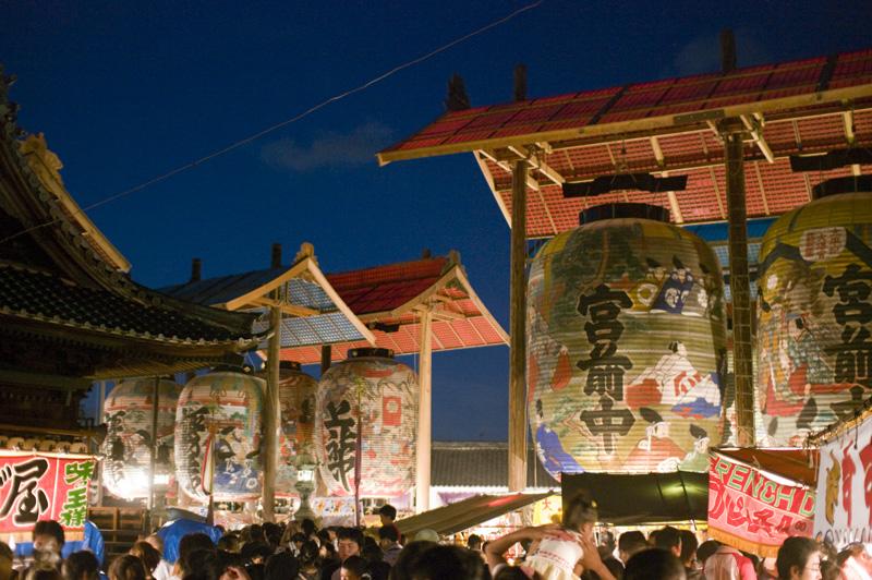 愛知県西尾市一色町の日本一大きい大提灯まつり