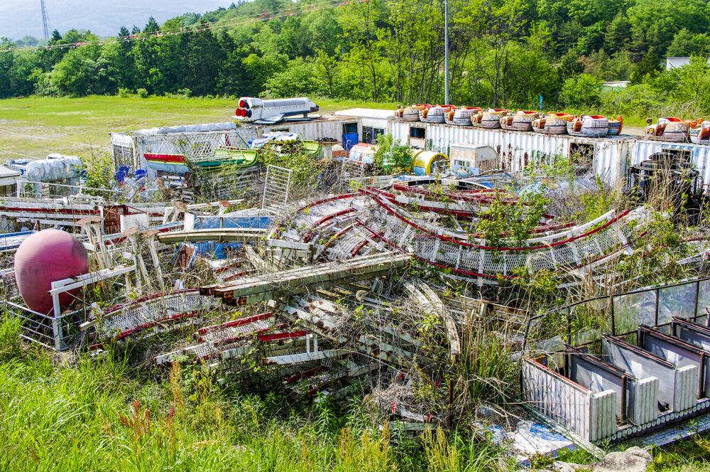 恵那峡ワンダーランドの廃墟っぽい駐車場