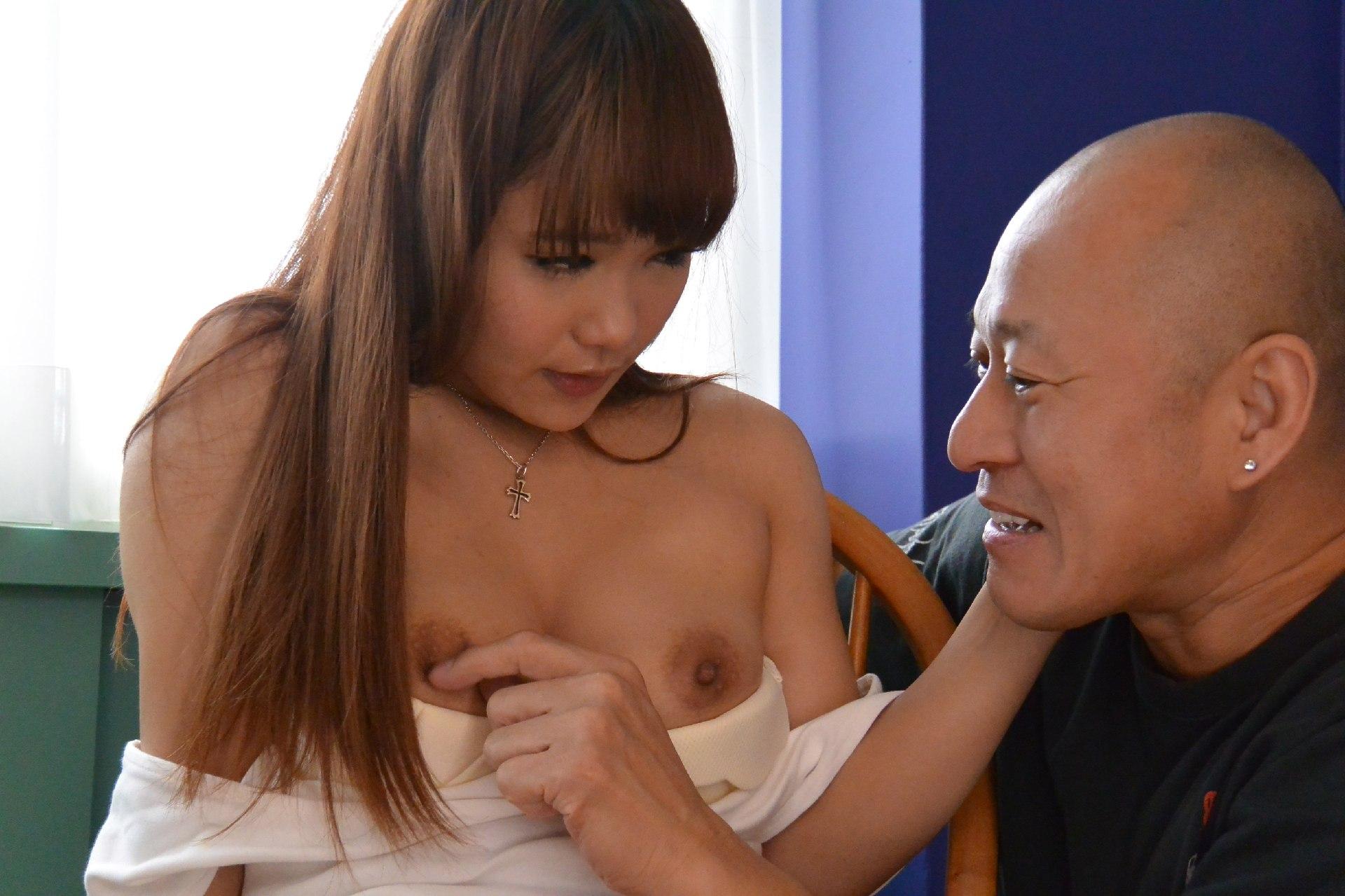 女子大学生になった幼馴染がGカップの乳を揺らしながらナカ出しファック あかね杏珠さん