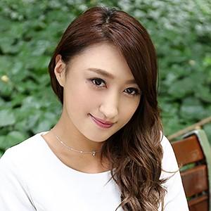 ご主人とすれ違いの小柄な三十路妻はセックスフレンドの男性器で性欲を満たす 上野麻由さん 32歳