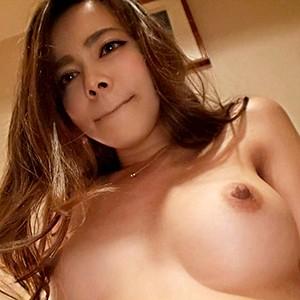日本人とベルギーの巨乳ハーフ美人のプッシーに巨大なチンコをねじ込んでみたw エリーさん 27歳