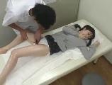 足エステサロンで感じてしまい下着を濡らす美足美幼女模範生