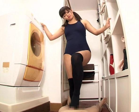 ハーフ美少女がスク水にニーハイソックスを穿いて足コキ抜きの脚フェチDVD画像5