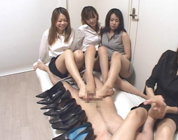 足の臭いパンプスOL達の足臭を嗅がされ足コキ責めされるの脚フェチDVD画像6