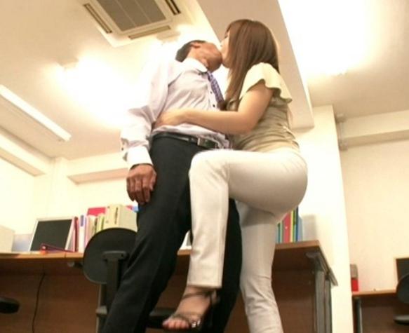 OLお姉さんが卑猥な淫語とパンスト足コキで痴女抜きの脚フェチDVD画像2
