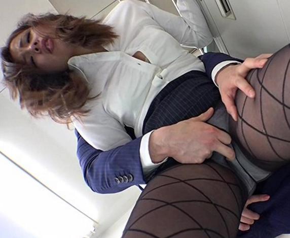 肉棒に飢えたドスケベOL達をパンスト着衣のままバックから犯すの脚フェチDVD画像1
